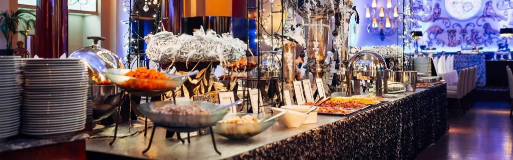 Ravintola Pörssin joulupöytä katettuna